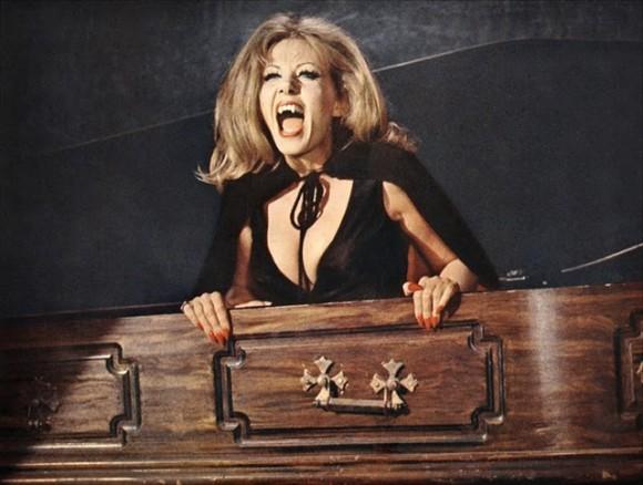 Lesbienne Vampire Killers scène de sexe