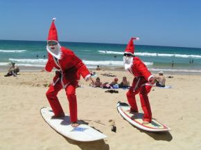 Santas_surfing-Christmas-in-Australia-a-five-week-summer-holiday-season