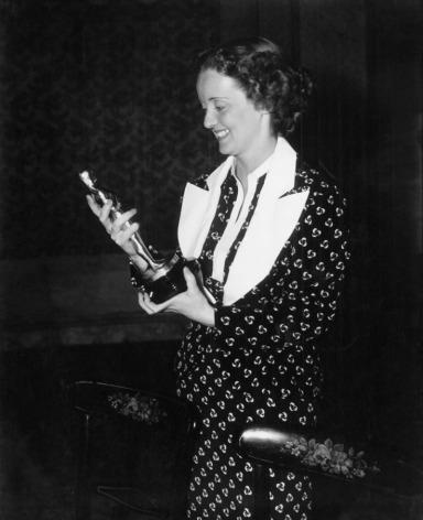 Bette Davis at the 1935 (8th) Academy Awards banquet.