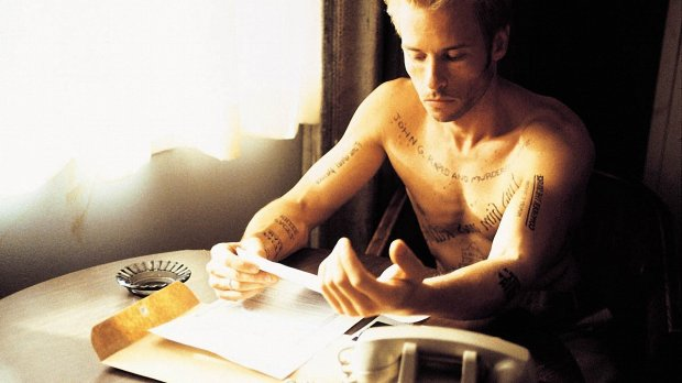 04-Guy-Pearce-Memento